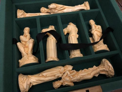 ancient-greeks-chess-set (11)
