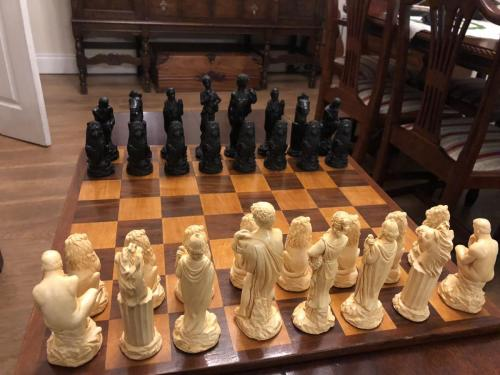ancient-greeks-chess-set (15)
