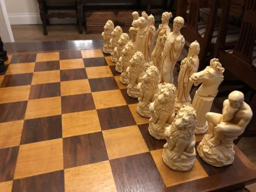 ancient-greeks-chess-set (16)