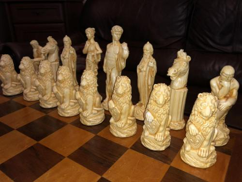 ancient-greeks-chess-set (20)