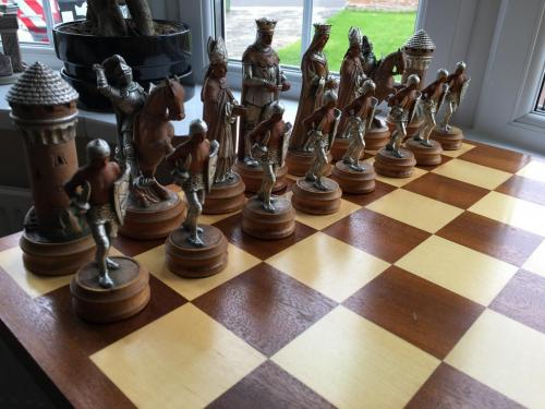 anri-silver-and-gold-chess-set (16)