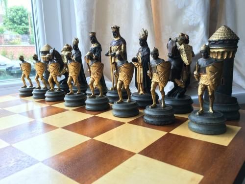 anri-silver-and-gold-chess-set (19)