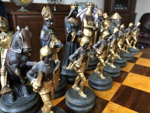 anri-silver-and-gold-chess-set (20)