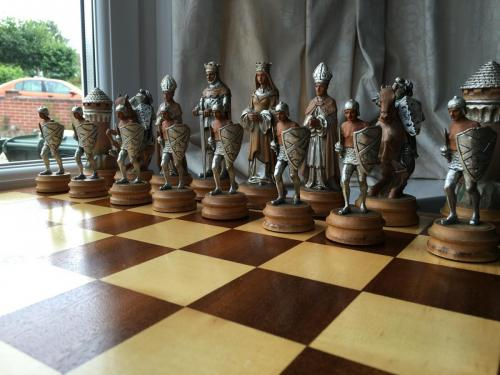 anri-silver-and-gold-chess-set (21)