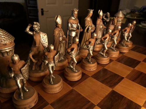anri-silver-and-gold-chess-set (22)
