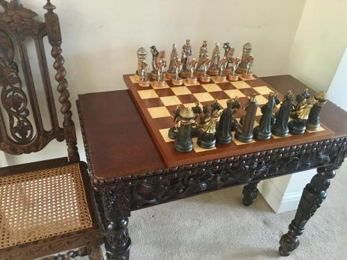 anri-silver-and-gold-chess-set (25)
