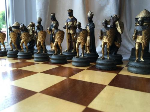 anri-silver-and-gold-chess-set (28)