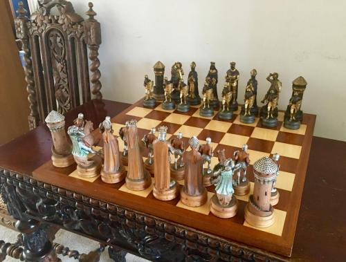 anri-silver-and-gold-chess-set (30)