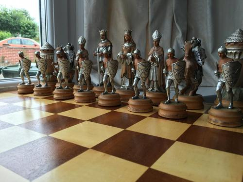 anri-silver-and-gold-chess-set (34)