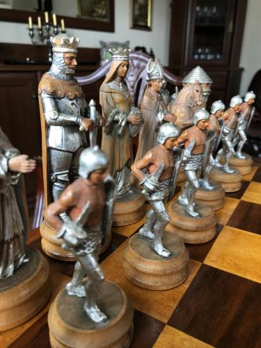 anri-silver-and-gold-chess-set (39)