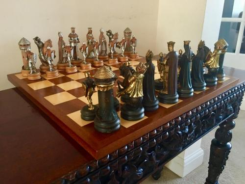 anri-silver-and-gold-chess-set (40)