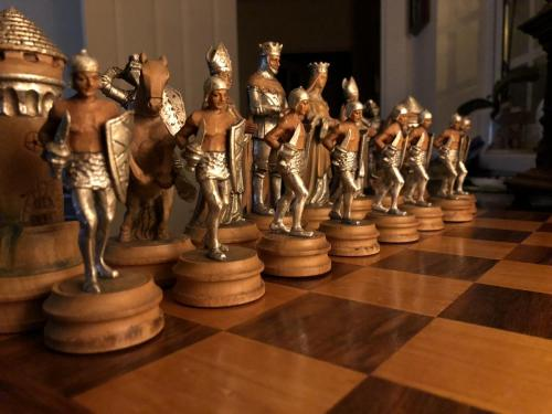 anri-silver-and-gold-chess-set (59)