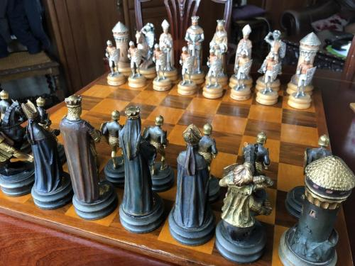 anri-silver-and-gold-chess-set (6)