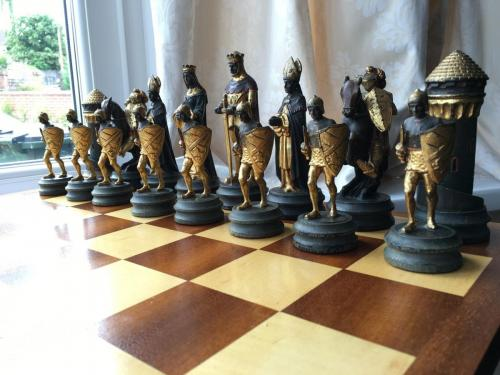 anri-silver-and-gold-chess-set (8)