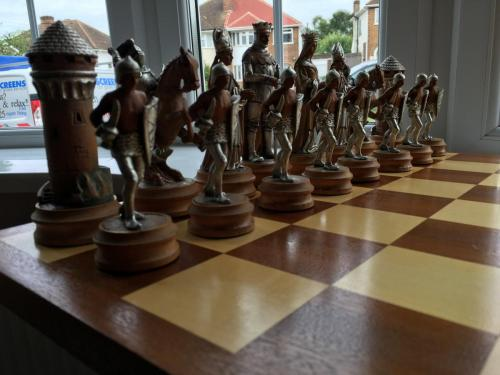 anri-silver-and-gold-chess-set (9)