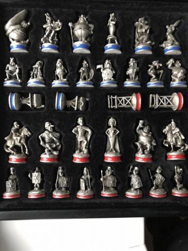 asterix-and-obelix-chess-set (1)