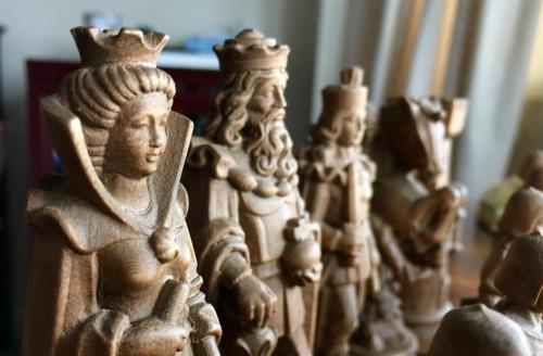 knights-wood-carved-chess-set (10)