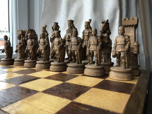 knights-wood-carved-chess-set (11)