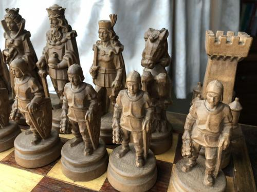 knights-wood-carved-chess-set (12)