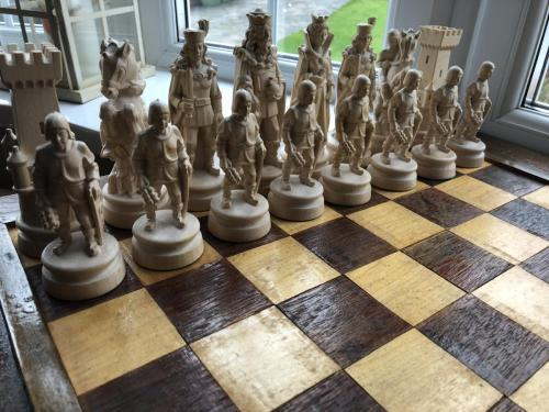 knights-wood-carved-chess-set (13)