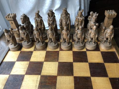 knights-wood-carved-chess-set (14)