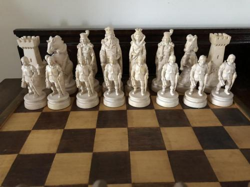 knights-wood-carved-chess-set (15)