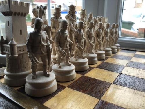 knights-wood-carved-chess-set (16)