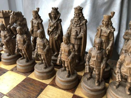 knights-wood-carved-chess-set (17)