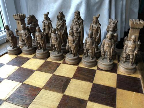 knights-wood-carved-chess-set (4)