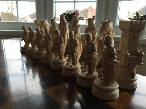 knights-wood-carved-chess-set (6)