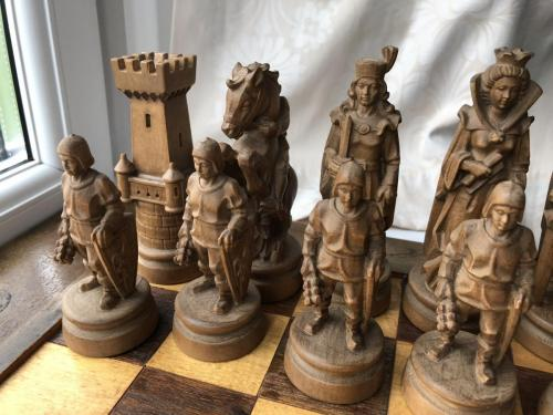 knights-wood-carved-chess-set (7)