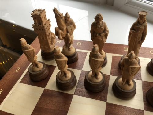 medieval-wooden-army-chess-set (10)