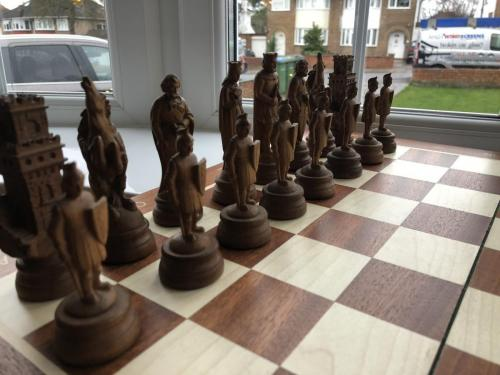 medieval-wooden-army-chess-set (6)