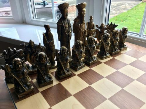 metal-chinese-emperor-chess-set (2)