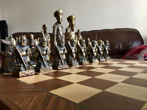 metal-chinese-emperor-chess-set (3)