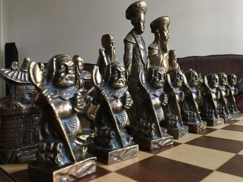 metal-chinese-emperor-chess-set (36)