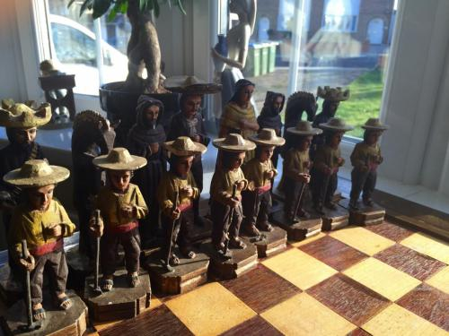 mexican-army-chess-set (1)