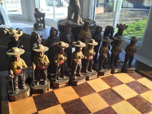 mexican-army-chess-set (31)