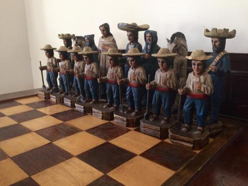 mexican-army-chess-set (7)