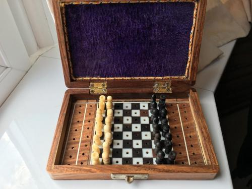 small-antique-travel-chess-set (10)