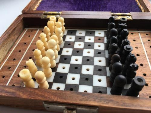 small-antique-travel-chess-set (11)
