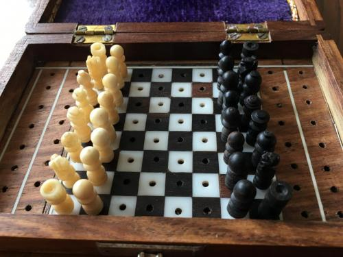 small-antique-travel-chess-set (3)