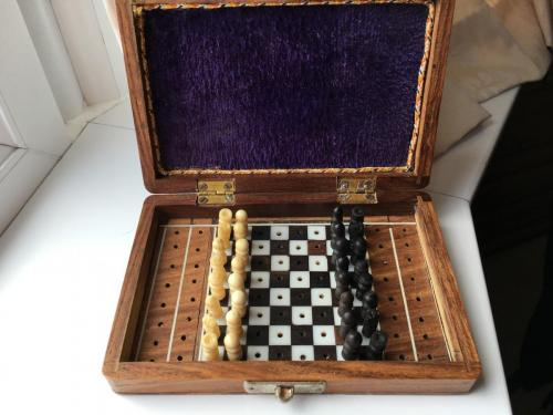 small-antique-travel-chess-set (5)